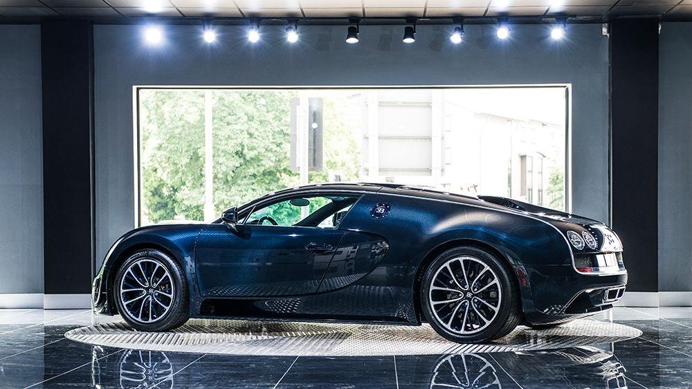 blue carbon bugatti veyron super sport for sale at 2 300 000 gtspirit. Black Bedroom Furniture Sets. Home Design Ideas