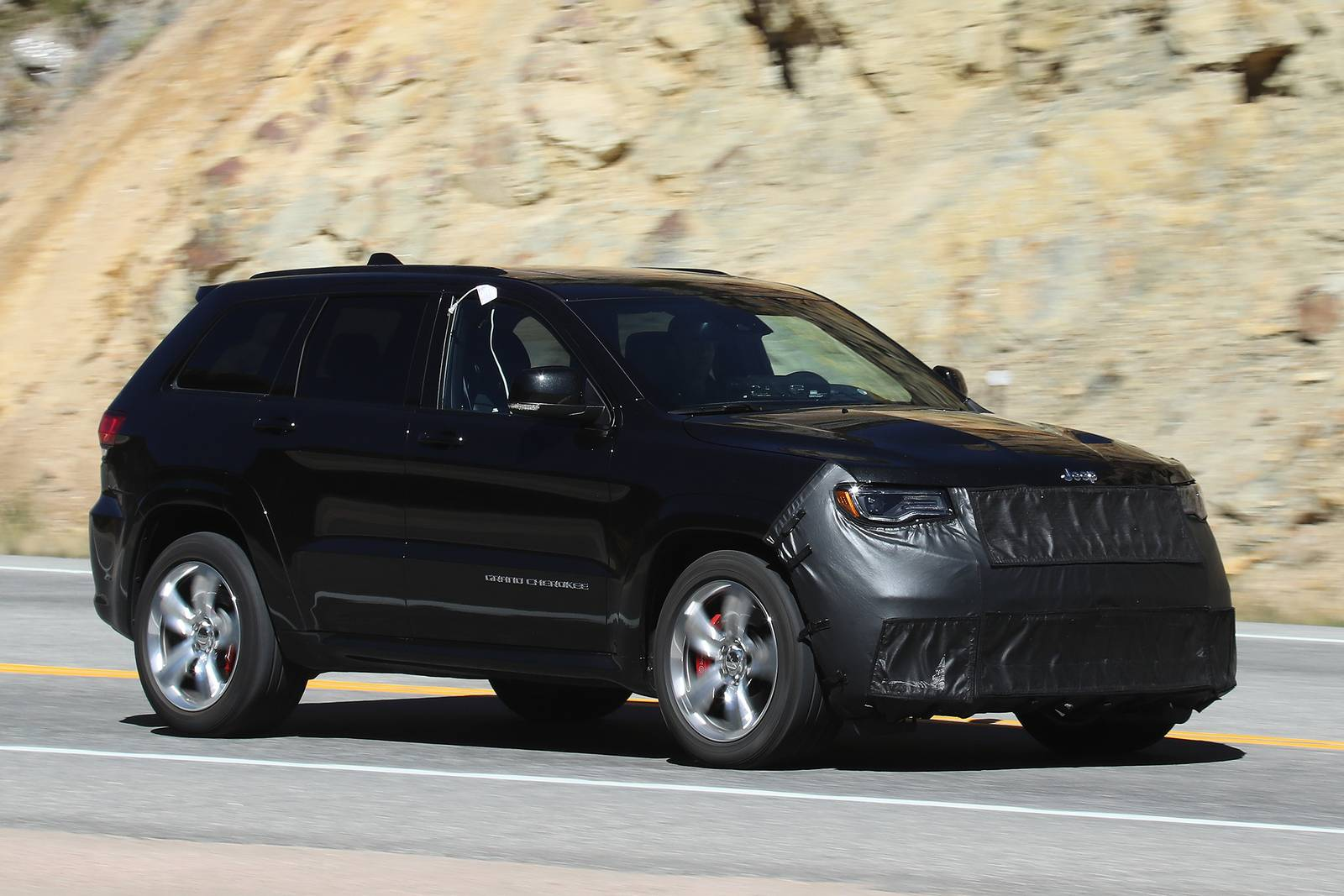 2018 jeep srt.  srt car news  spyshots in 2018 jeep srt t