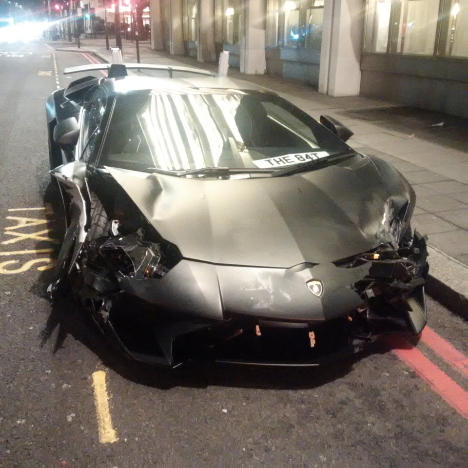 student crashes lamborghini aventador sv roadster in london gtspirit. Black Bedroom Furniture Sets. Home Design Ideas
