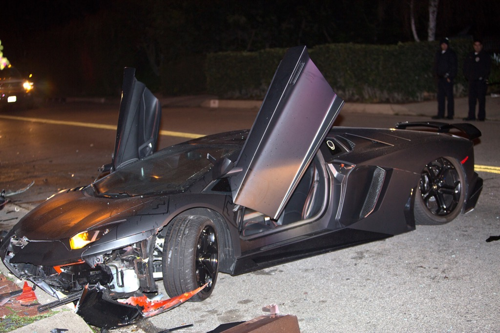 Chris Brown S Lamborghini Aventador Crashed And Abandoned In Beverly