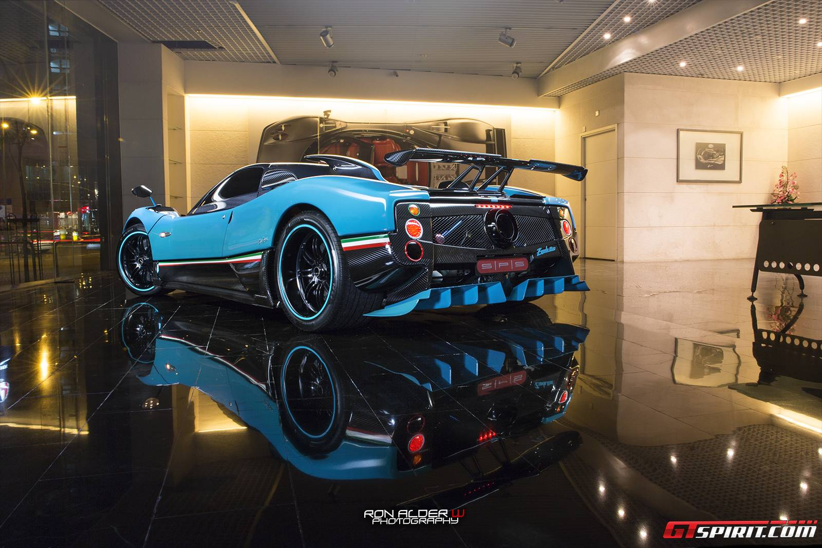 Incredible Pagani Zonda Uno Stuns In Blue - GTspirit