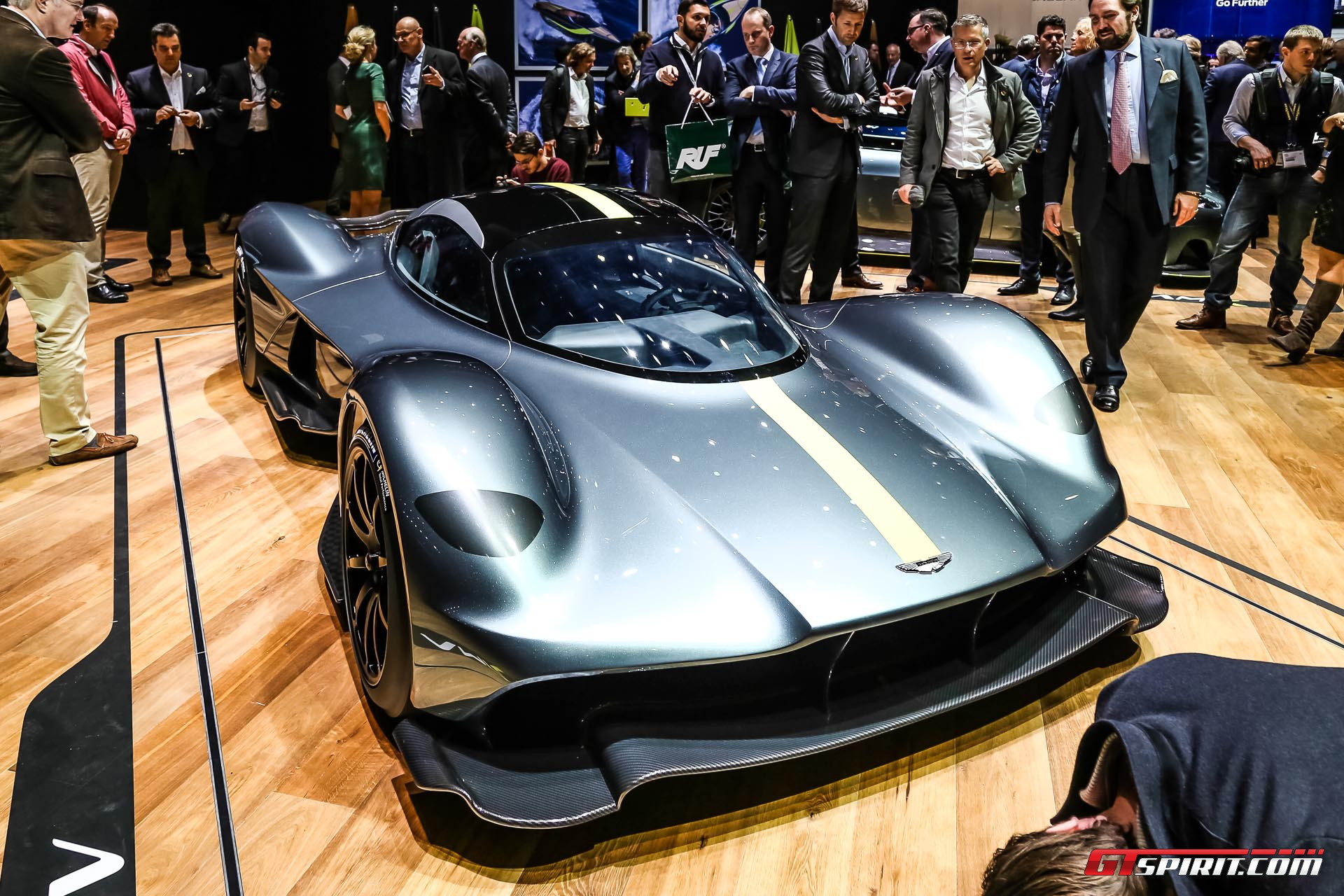 Geneva 2017 aston martin valkyrie am rb 001 hypercar for Am motors used cars