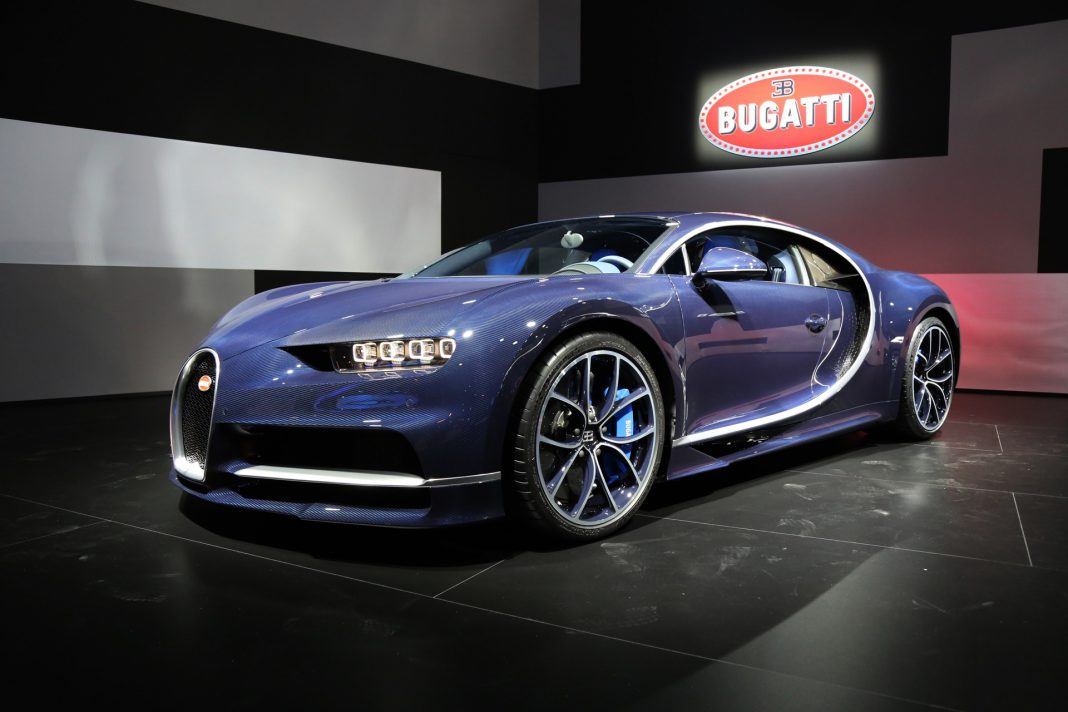 geneva 2017 bleu royal bugatti chiron gtspirit. Black Bedroom Furniture Sets. Home Design Ideas