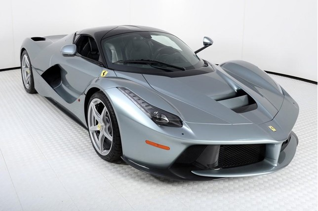 grigio titanio ferrari laferrari for sale in the us at 4 million gtspirit. Black Bedroom Furniture Sets. Home Design Ideas