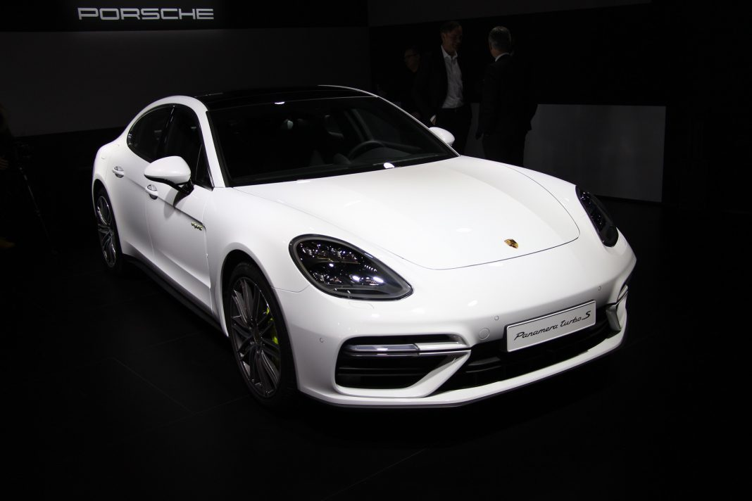 geneva 2017 porsche panamera turbo s e hybrid gtspirit. Black Bedroom Furniture Sets. Home Design Ideas