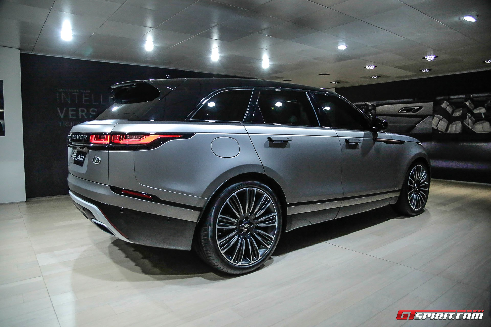 geneva 2017 range rover velar gtspirit. Black Bedroom Furniture Sets. Home Design Ideas