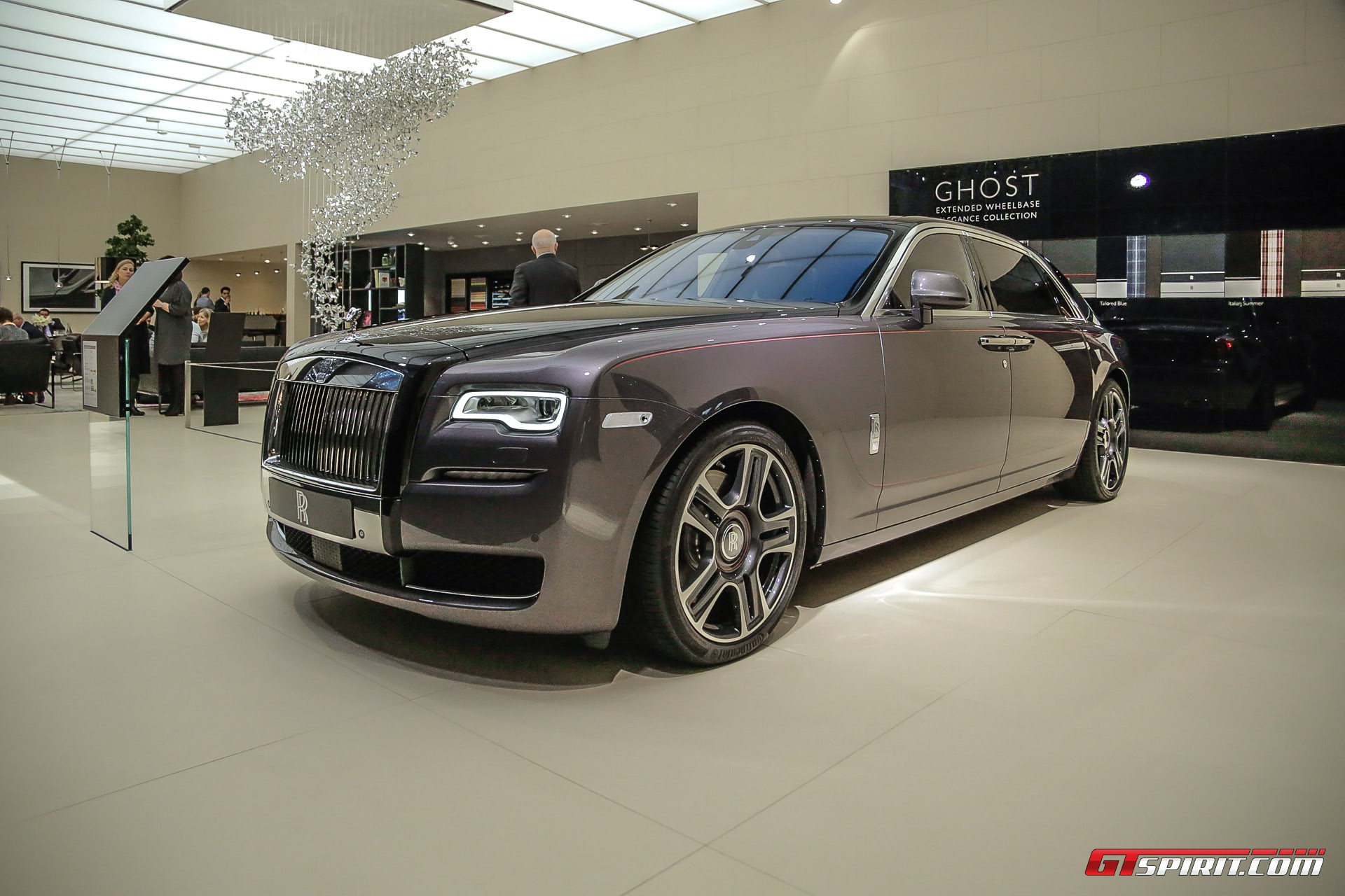 geneva 2017 rolls royce ghost with diamond paint finish gtspirit. Black Bedroom Furniture Sets. Home Design Ideas