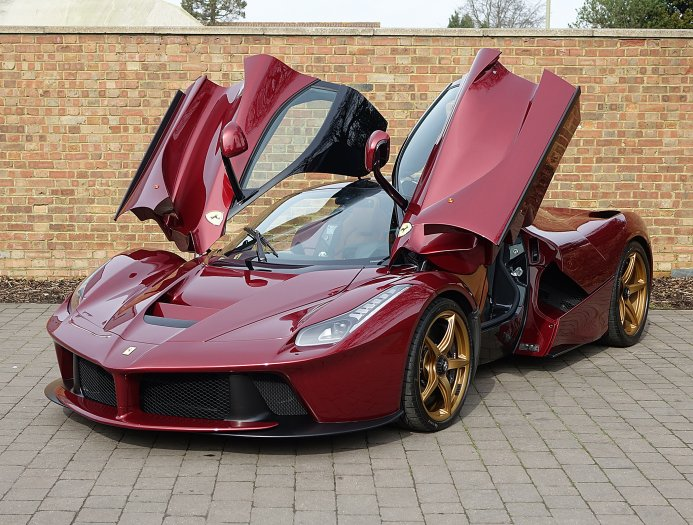 rosso rubino ferrari laferrari for sale at 2 795 000 in the uk gtspirit. Black Bedroom Furniture Sets. Home Design Ideas
