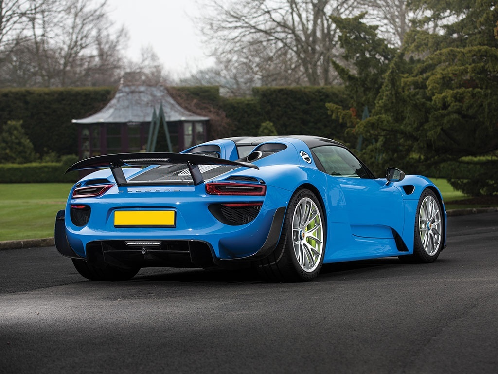 world 39 s only arrow blue porsche 918 spyder heads to auction gtspirit. Black Bedroom Furniture Sets. Home Design Ideas