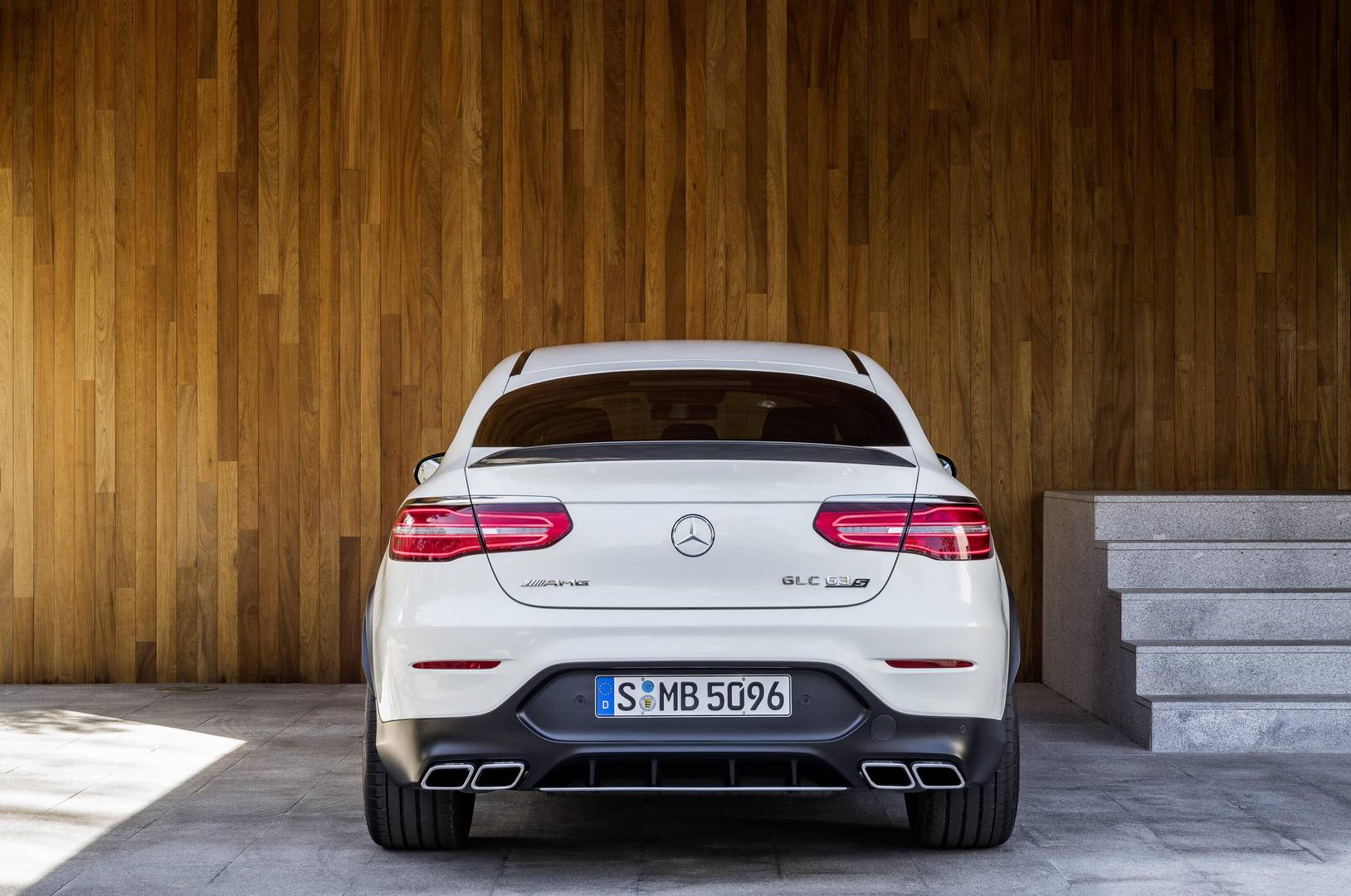 official 2018 mercedes amg glc 63 and glc 63 coupe gtspirit. Black Bedroom Furniture Sets. Home Design Ideas