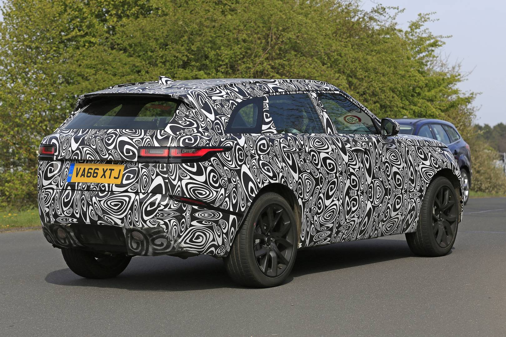 range rover velar svr first spy shots gtspirit. Black Bedroom Furniture Sets. Home Design Ideas