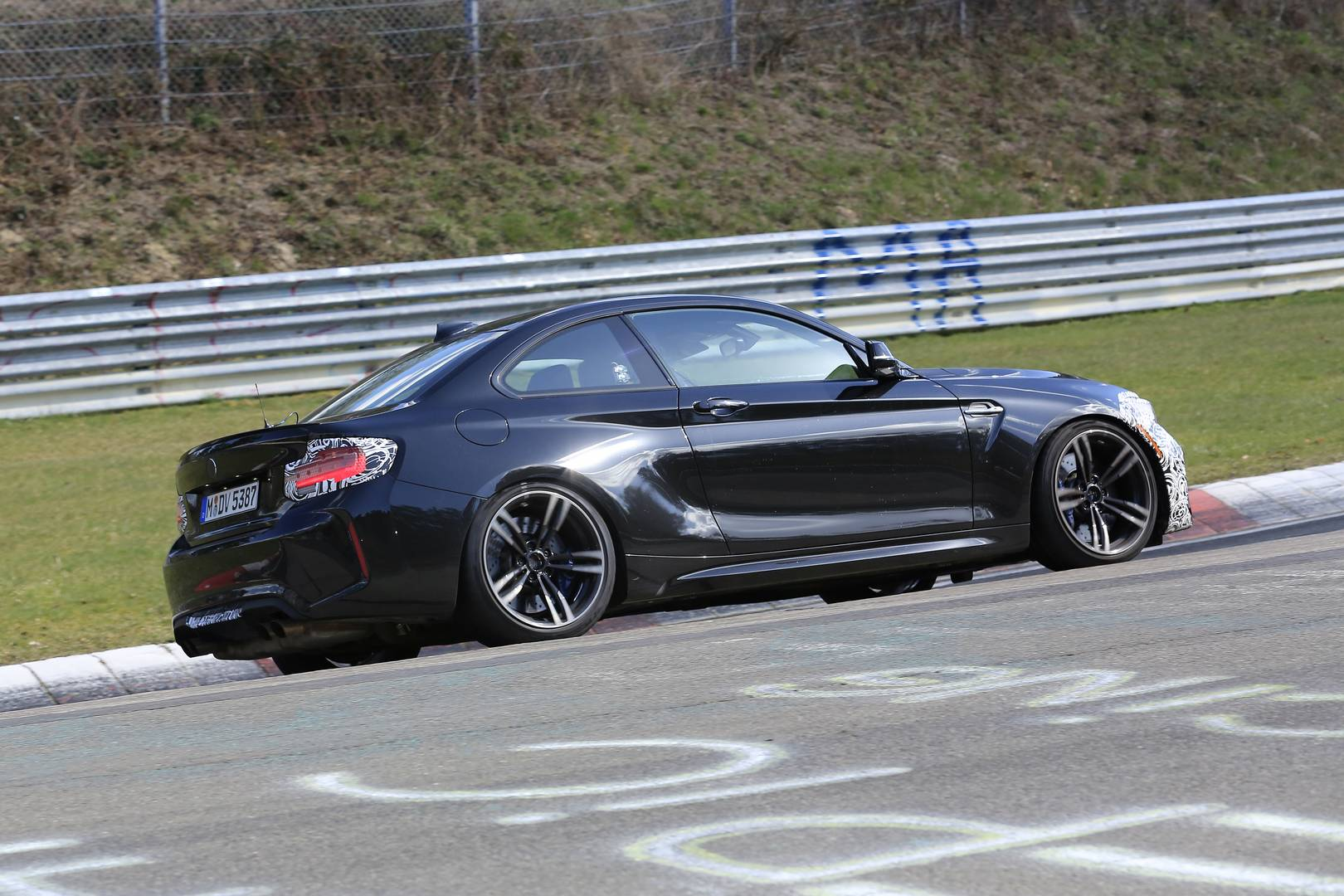 bmw m2 facelift the spy shots gtspirit. Black Bedroom Furniture Sets. Home Design Ideas