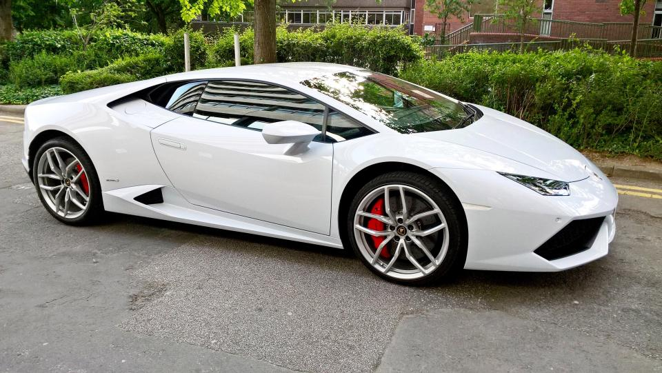 lamborghini huracan given taxi license in lincoln uk gtspirit. Black Bedroom Furniture Sets. Home Design Ideas