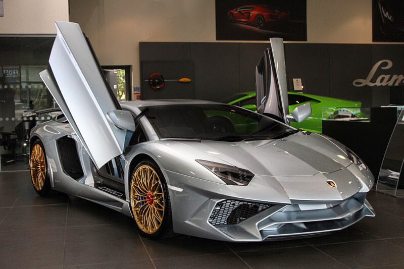 last ever lamborghini aventador sv revealed in special porsche color gtspirit. Black Bedroom Furniture Sets. Home Design Ideas