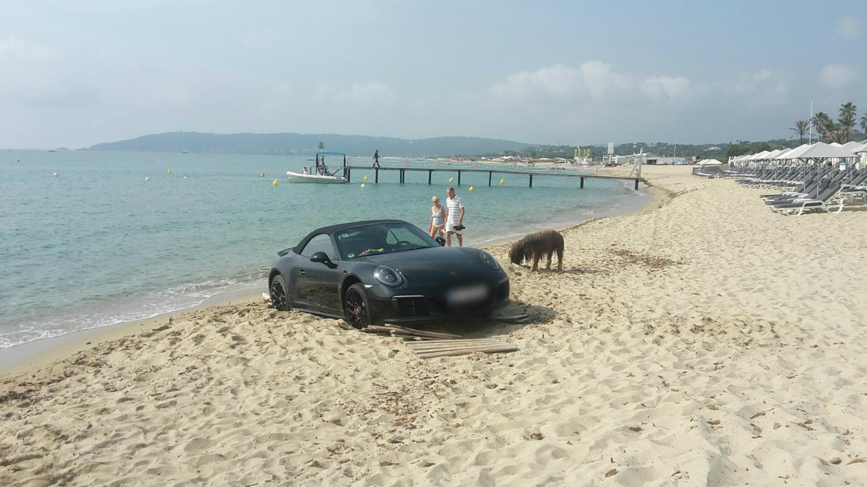 Porsche 911 Gets Stuck in a Beach on French Riviera