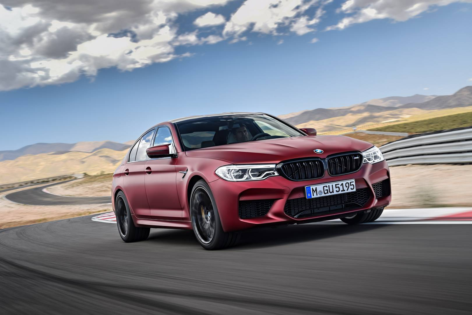 Official: 2018 BMW F90 M5