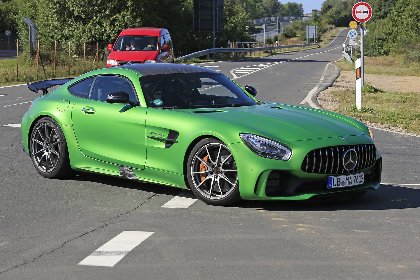 2018 mercedes amg gt4 road car first spy shots w video gtspirit. Black Bedroom Furniture Sets. Home Design Ideas