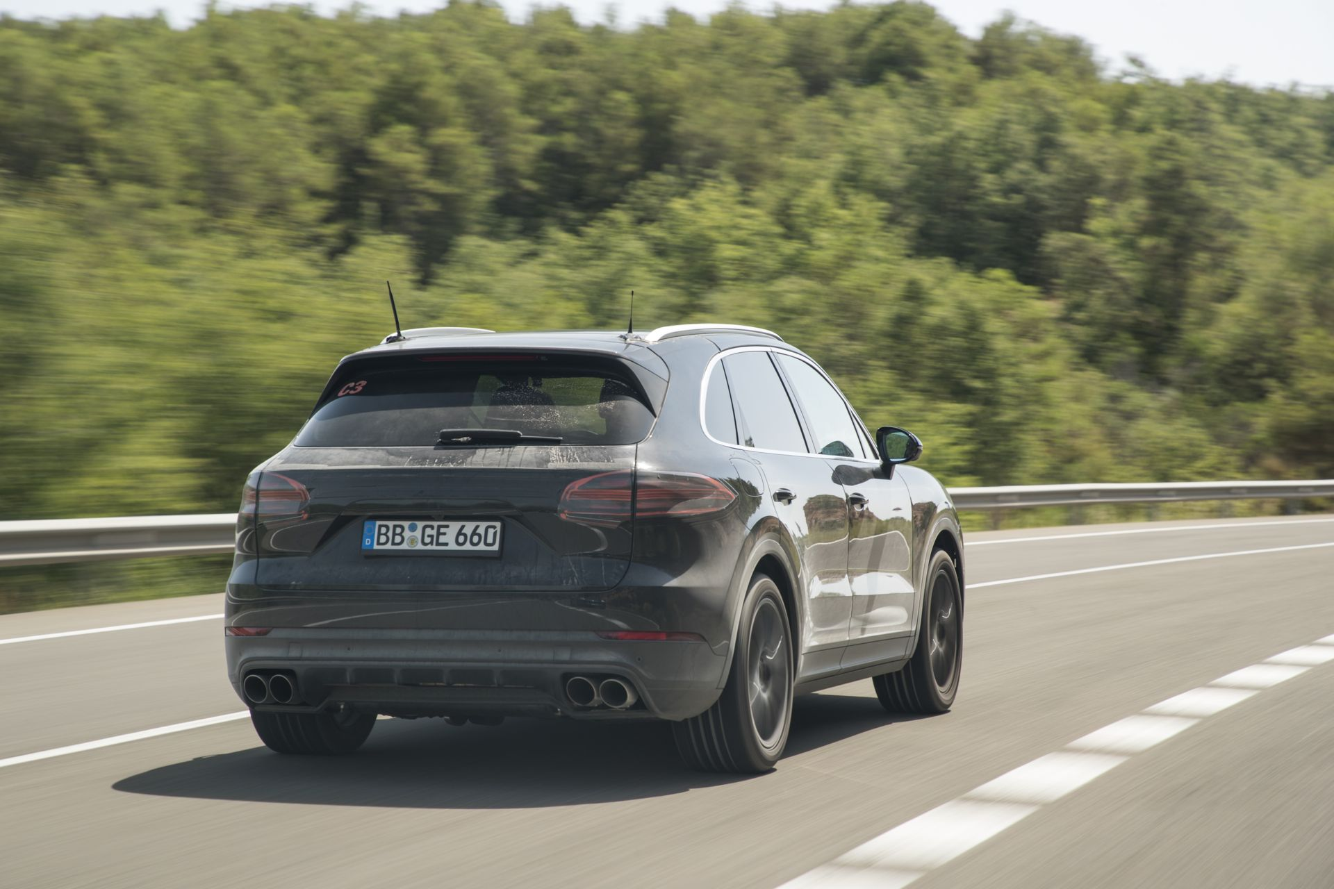 prototype drive porsche cayenne more aggressive than ever gtspirit. Black Bedroom Furniture Sets. Home Design Ideas