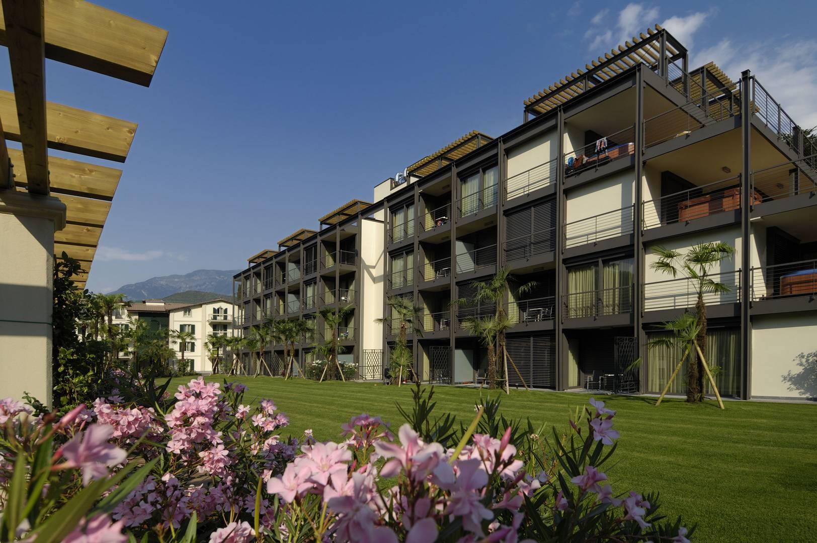 Du lac et du parc grand resort lake garda review gtspirit for Hotel du parc