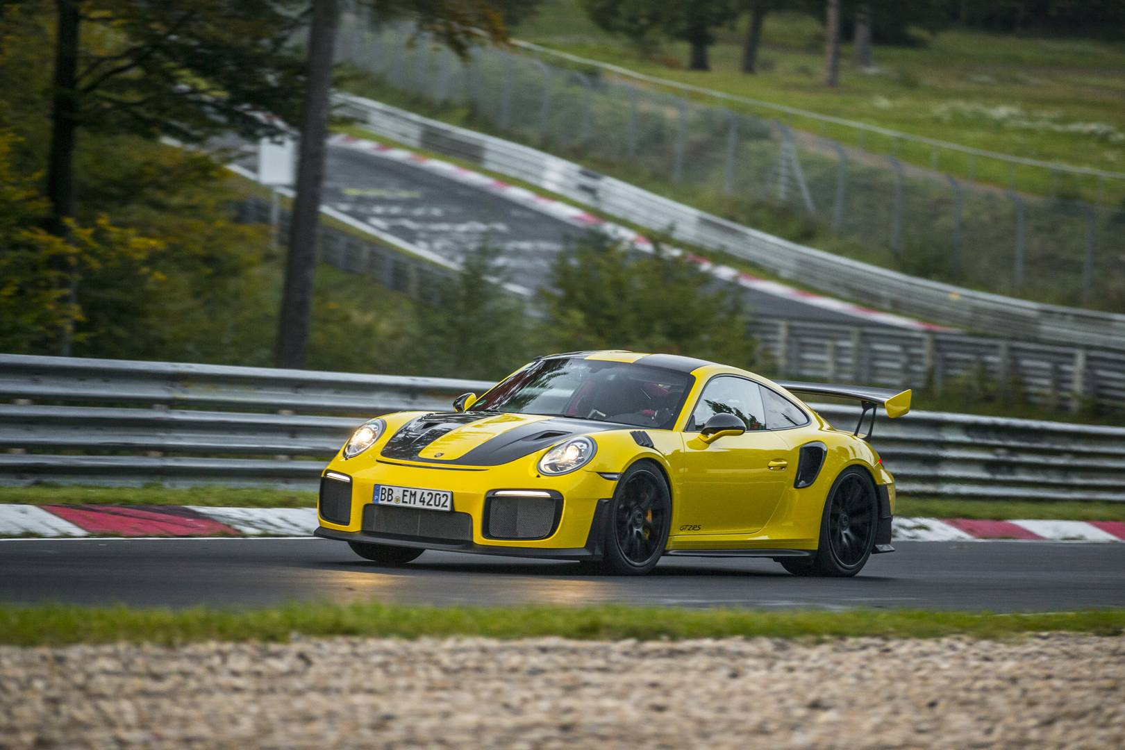 2018 Porsche 911 GT2 RS Shatters Nurburgring Record with a 6min 47.3s