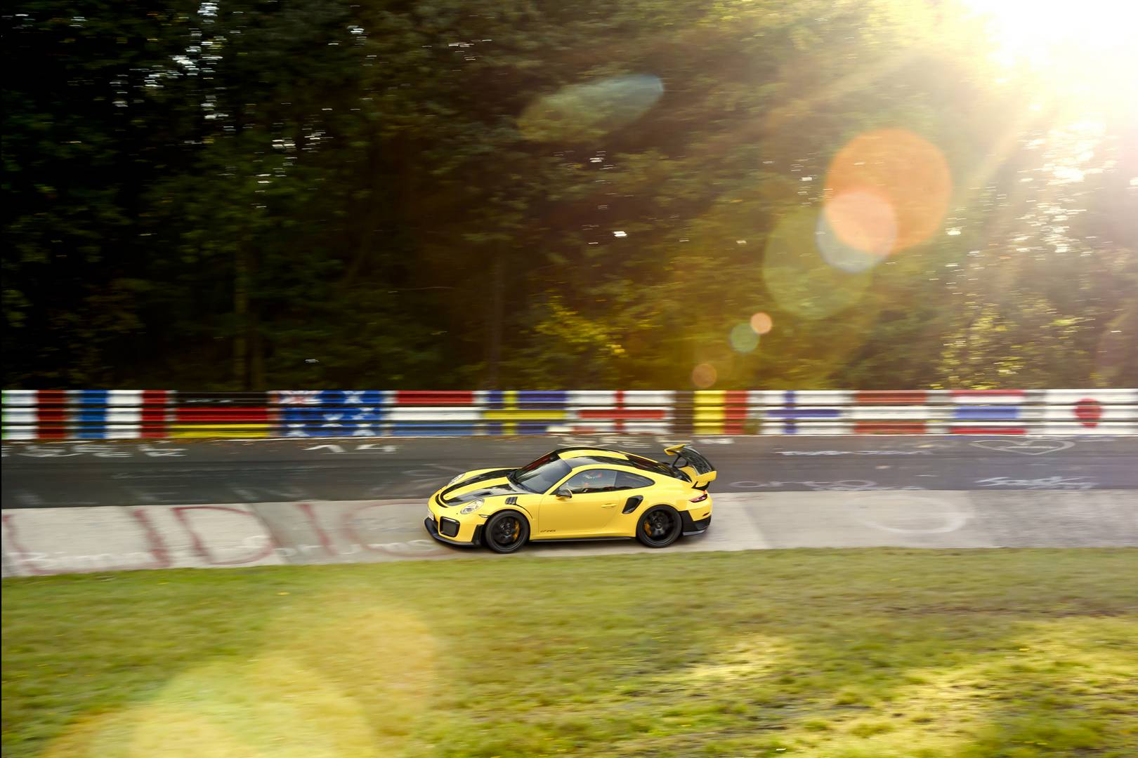 2018 porsche 911 gt2 rs shatters nurburgring record with a. Black Bedroom Furniture Sets. Home Design Ideas