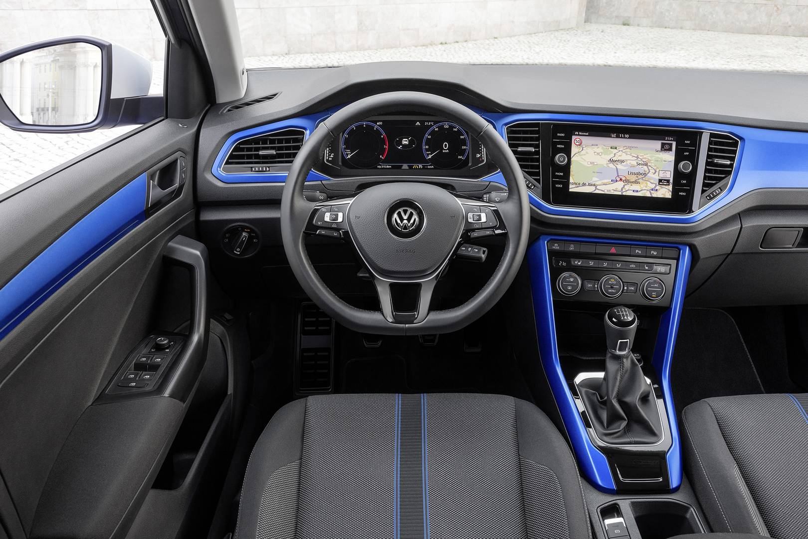 Volkswagen t roc review gtspirit for T roc spazio interno