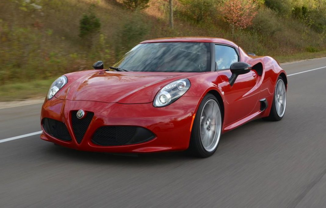 review 2017 alfa romeo 4c coupe gtspirit. Black Bedroom Furniture Sets. Home Design Ideas