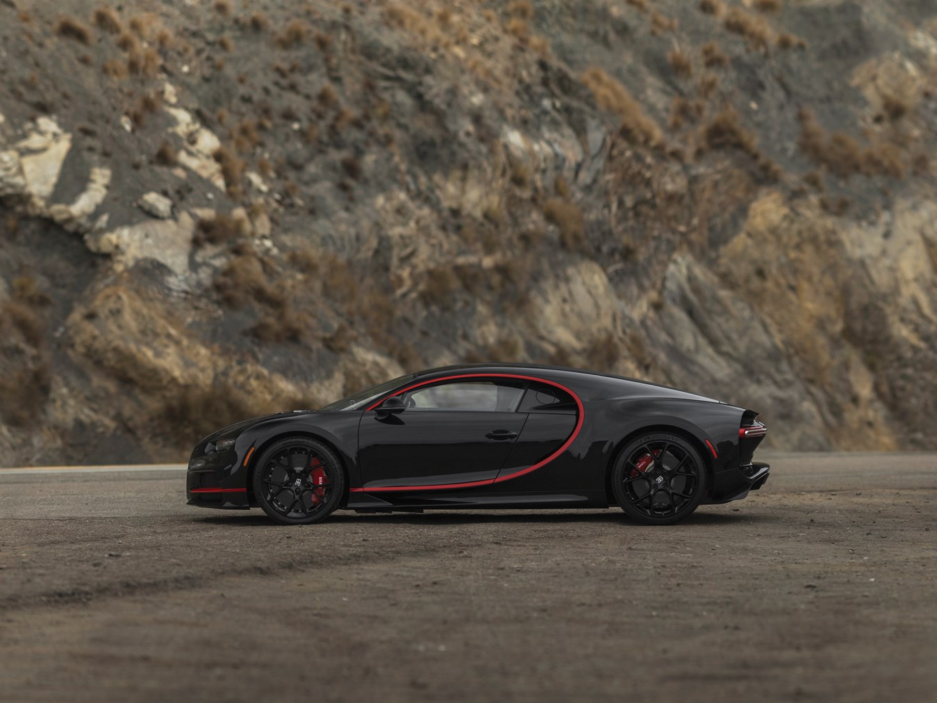 first bugatti chiron in the us bound for auction with 4 million est gtspirit. Black Bedroom Furniture Sets. Home Design Ideas