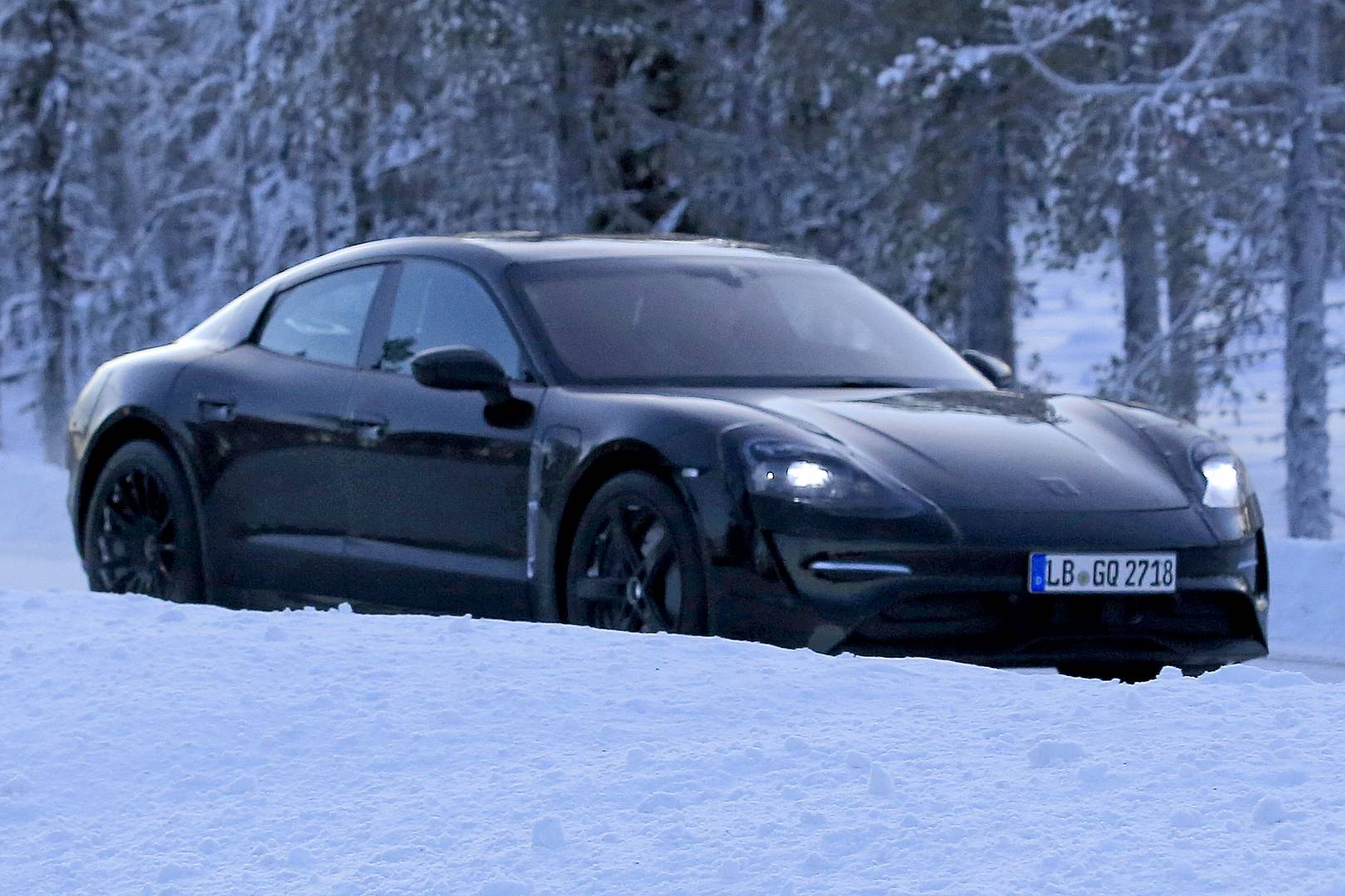 2020 Porsche Mission E to Get 670hp and RWD Version with 430hp