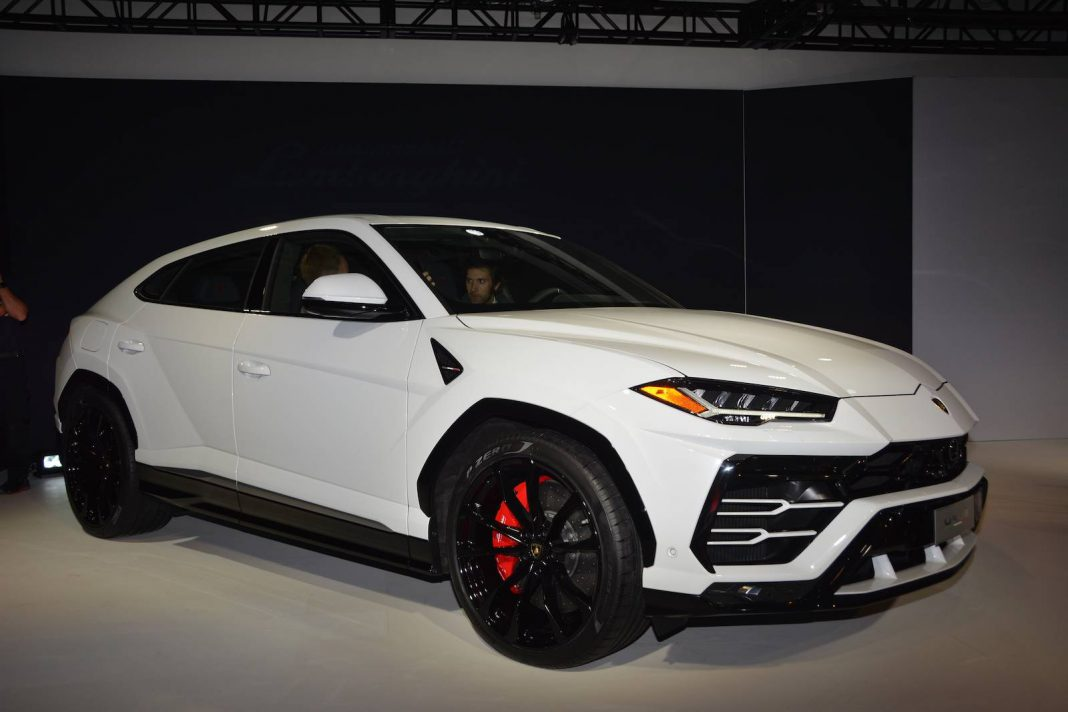 Lykan Hypersport Top View >> Detroit 2018: Lamborghini Urus - GTspirit