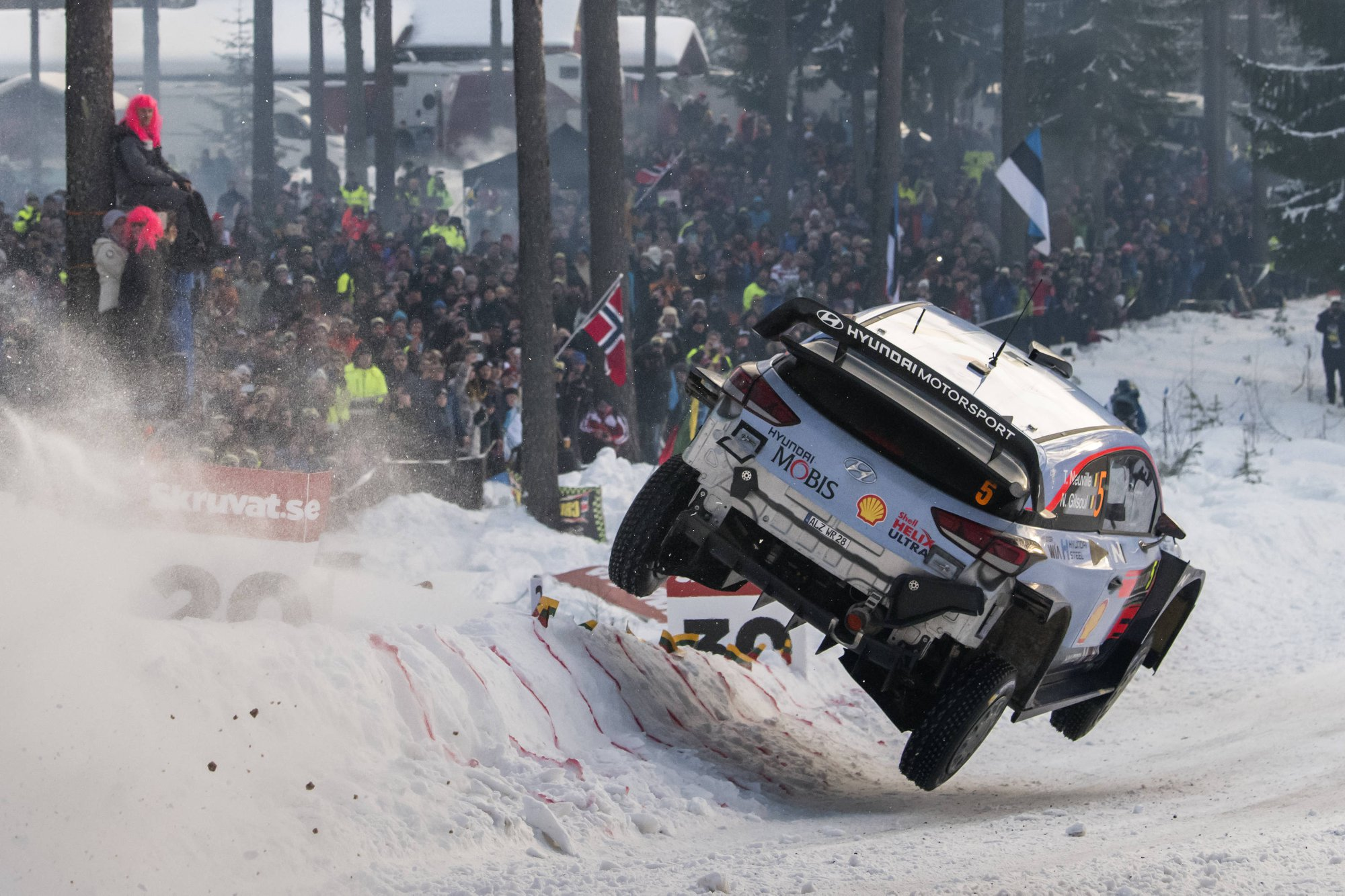 hyundai 39 s neuville wins rally sweden and takes championship lead gtspirit. Black Bedroom Furniture Sets. Home Design Ideas