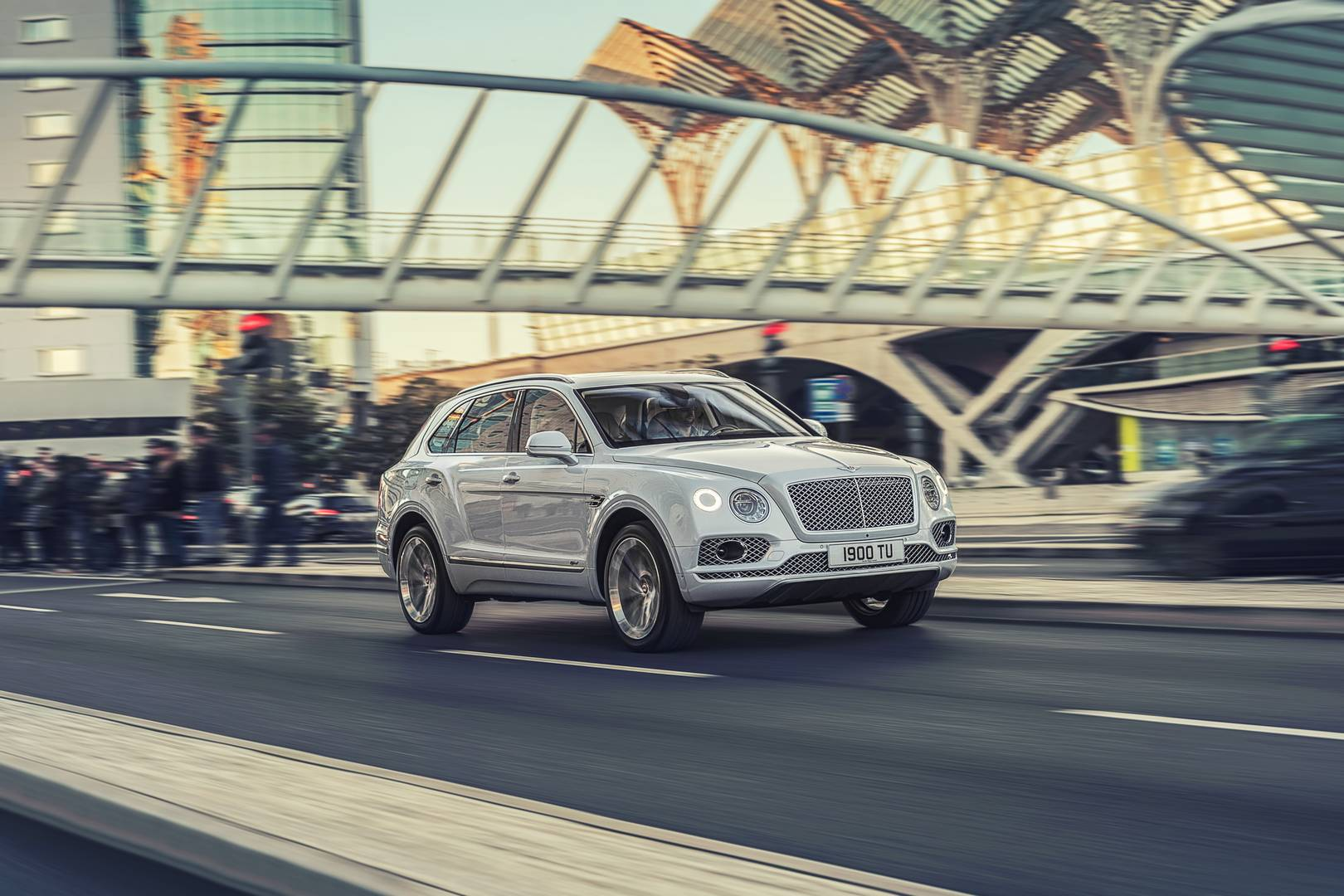 Bentley Bentayga Hybrid Bows