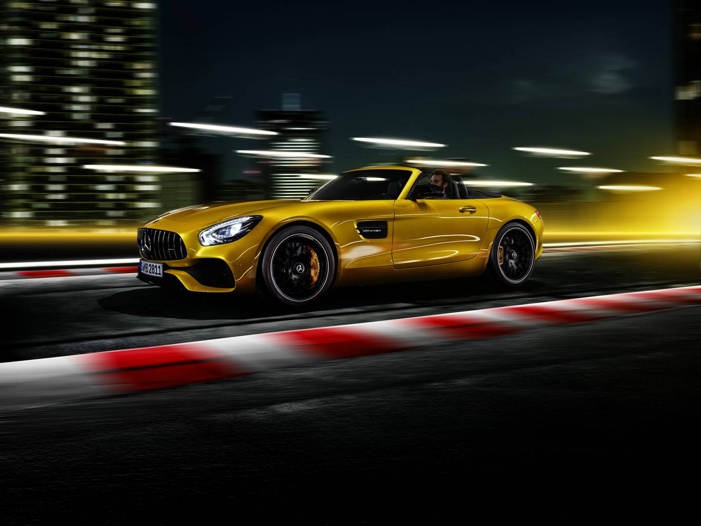 Mercedes-Benz Introduces New AMG GT S Roadster