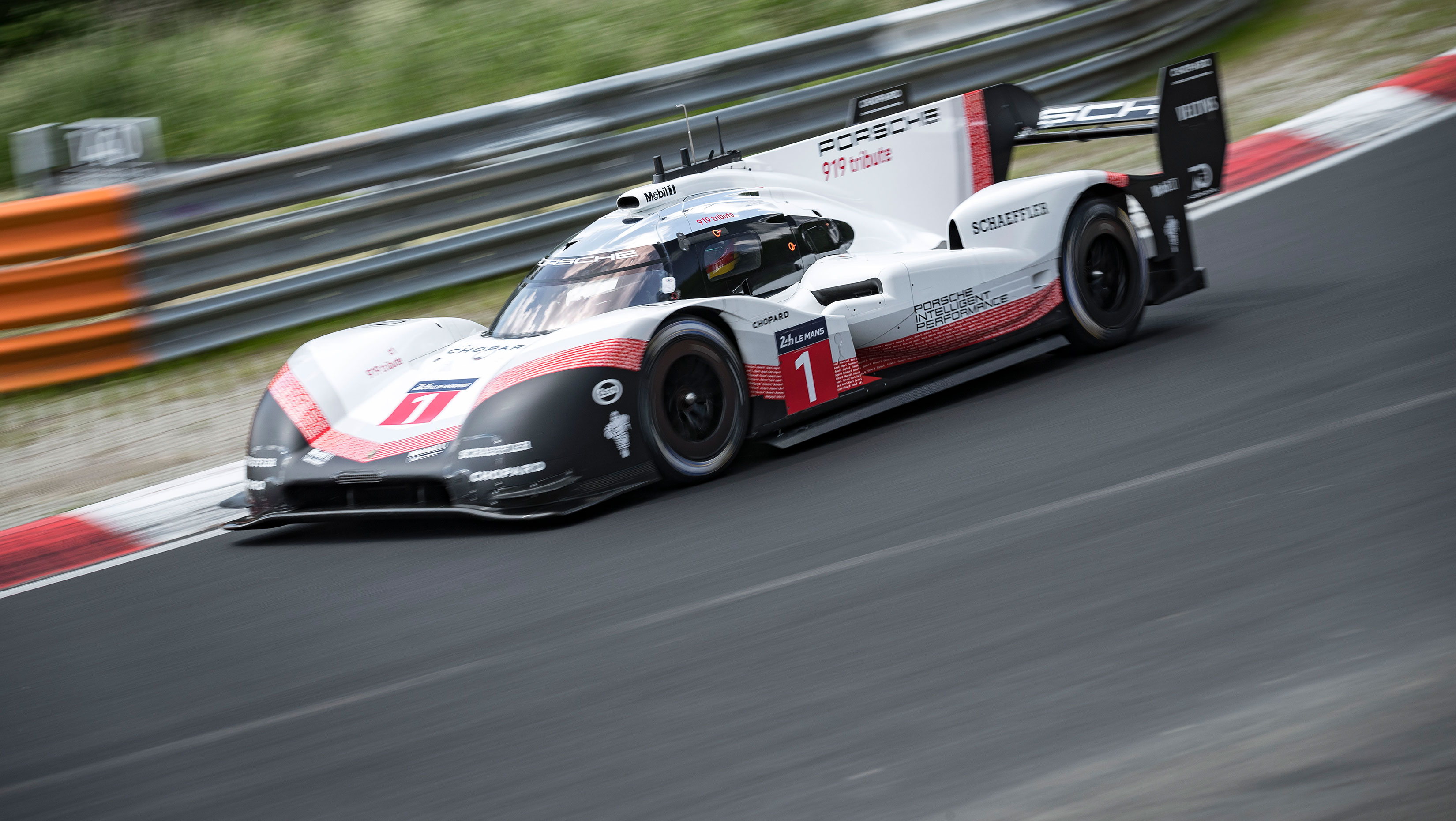 Porsche 919 Hybrid Evo Sets New Nürburgring Record