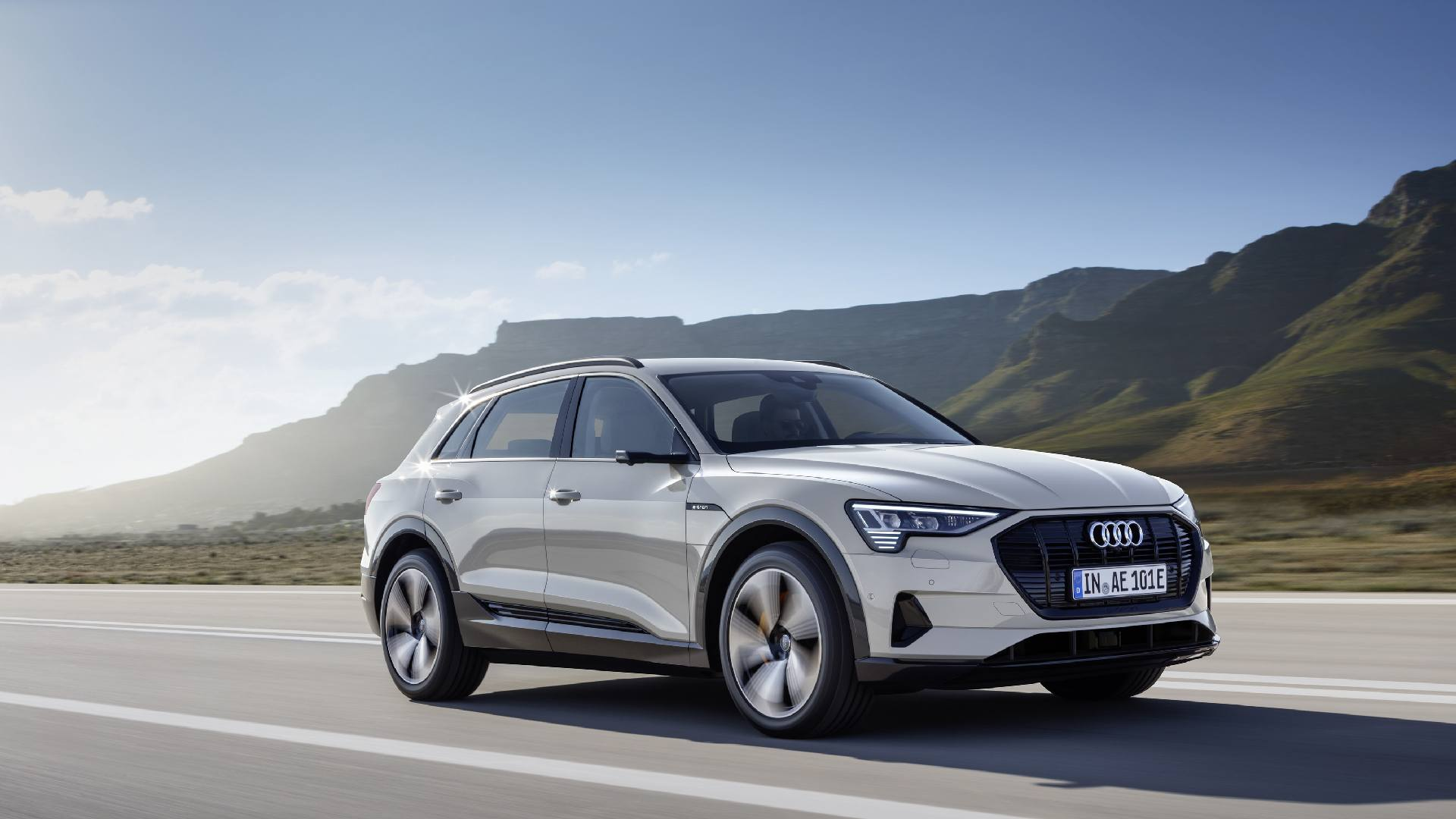 2019 audi e tron first electric suv from audi revealed. Black Bedroom Furniture Sets. Home Design Ideas