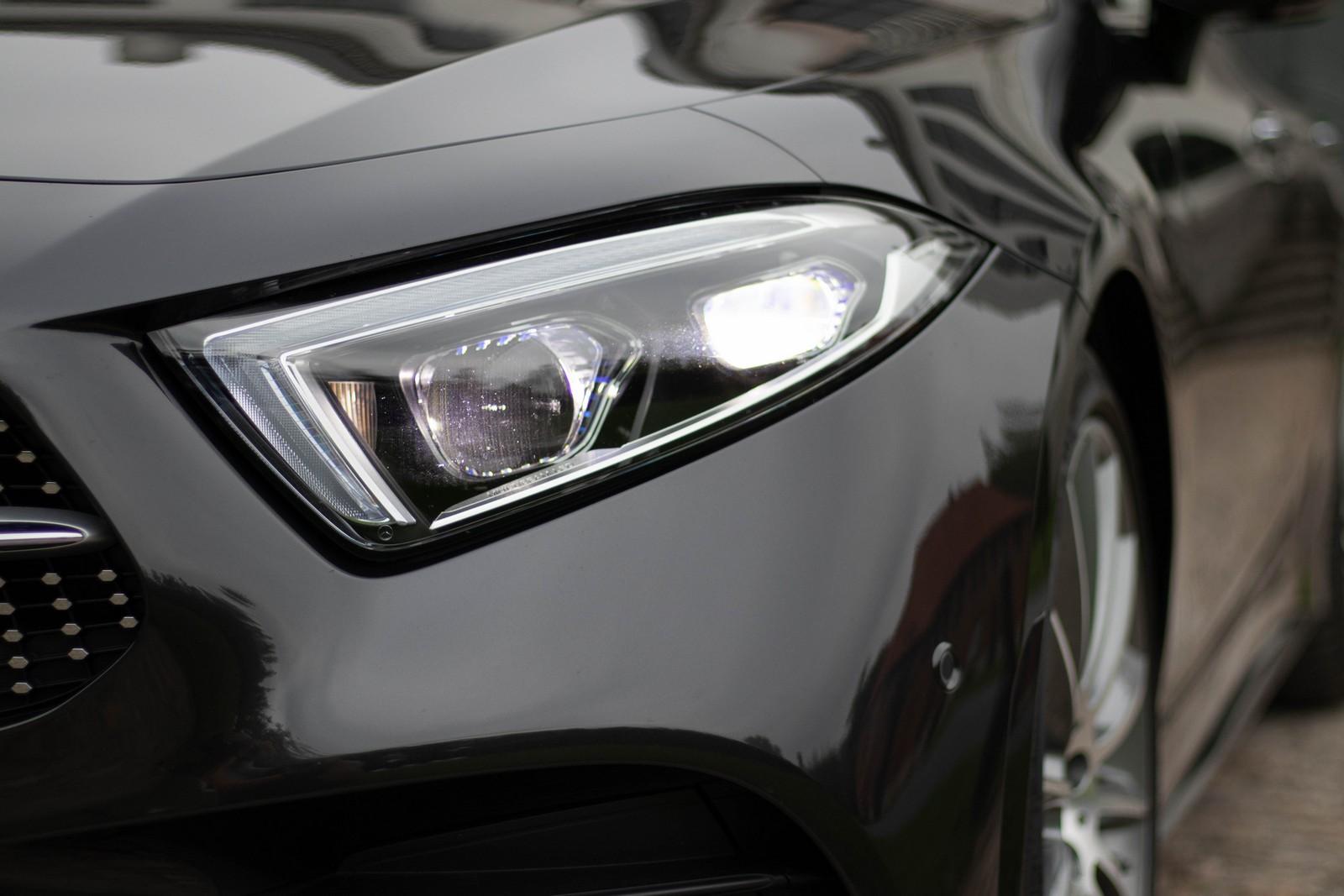 Mercedes-Benz CLS 400d Headlight