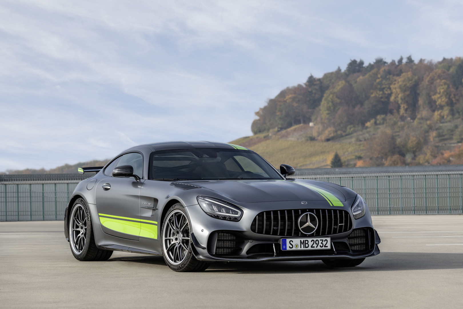 2019 mercedes amg gt r pro officially revealed gtspirit. Black Bedroom Furniture Sets. Home Design Ideas