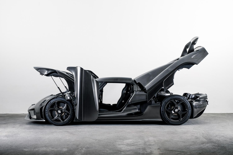 Koenigsegg Regera Gets Innovative Koenigsegg Naked Carbon Bodywork