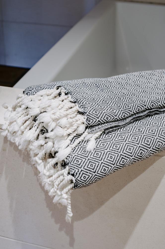 Mandalina Luxe Diamond Bath Towel (Dark Grey)