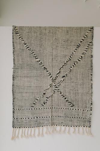 Zanafi Rug (4.9 x 7.2) - Black/White