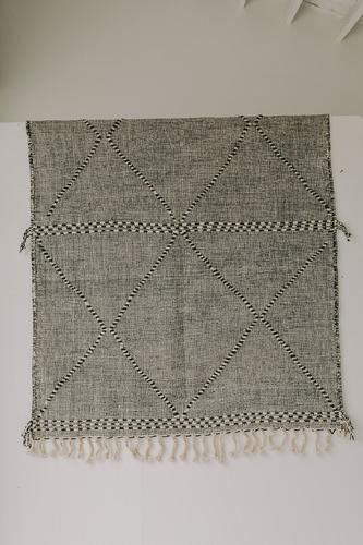 Zanafi Rug (5.4 x 7.2) - Black/White