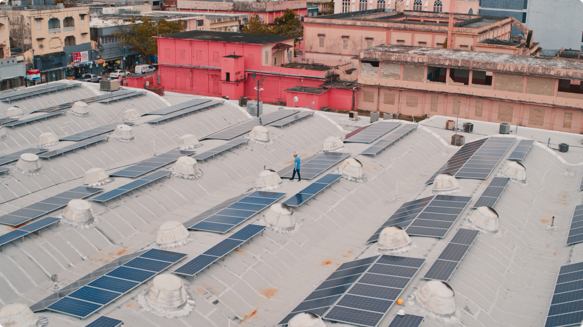 Image of Googler on rooftop with solar panels.