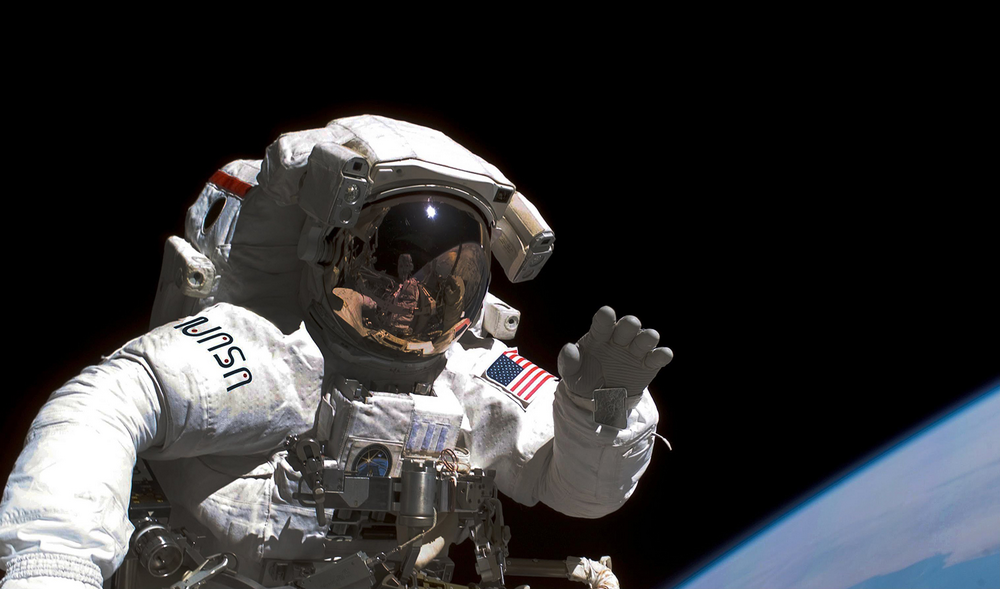 11. Astronaut on an EVA – Smithsonian_s National Air and Space Museum.jpg