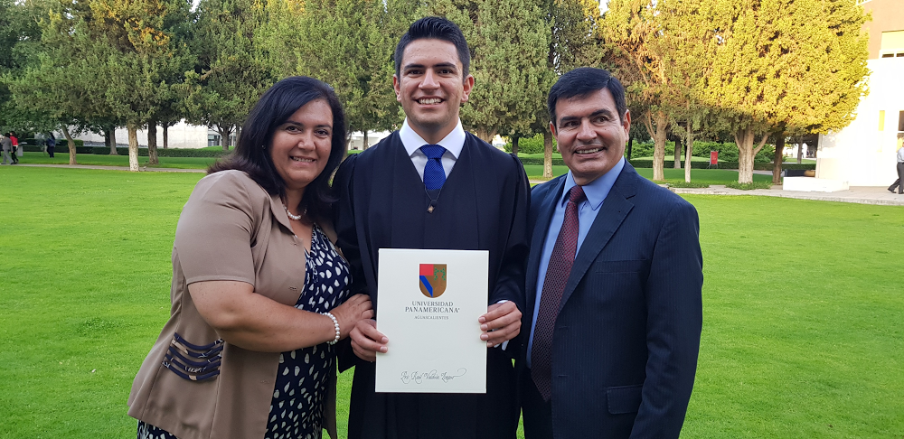 Eric Valdivia with his parents