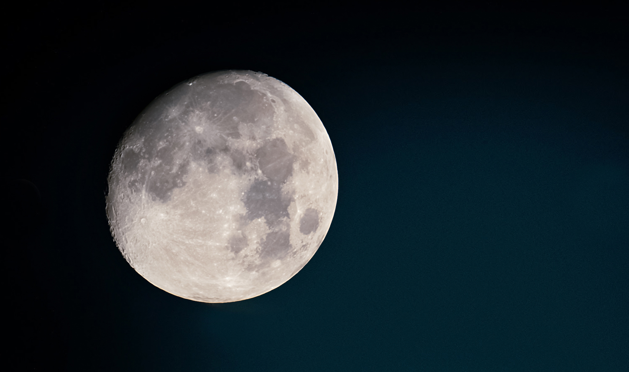 A moonlit tribute to a moon landing icon