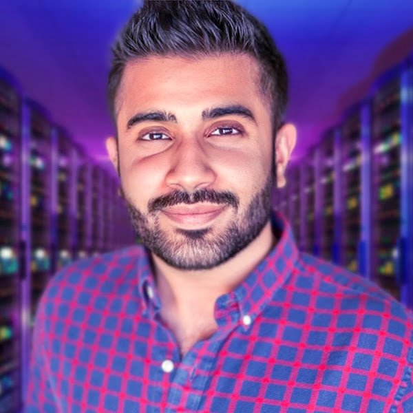 Photo of a male Googler wearing a plaid shirt
