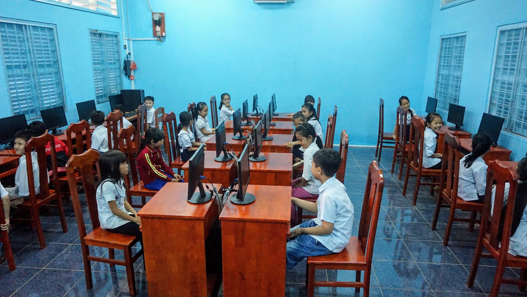 Computer lab at Tập Ngãi C