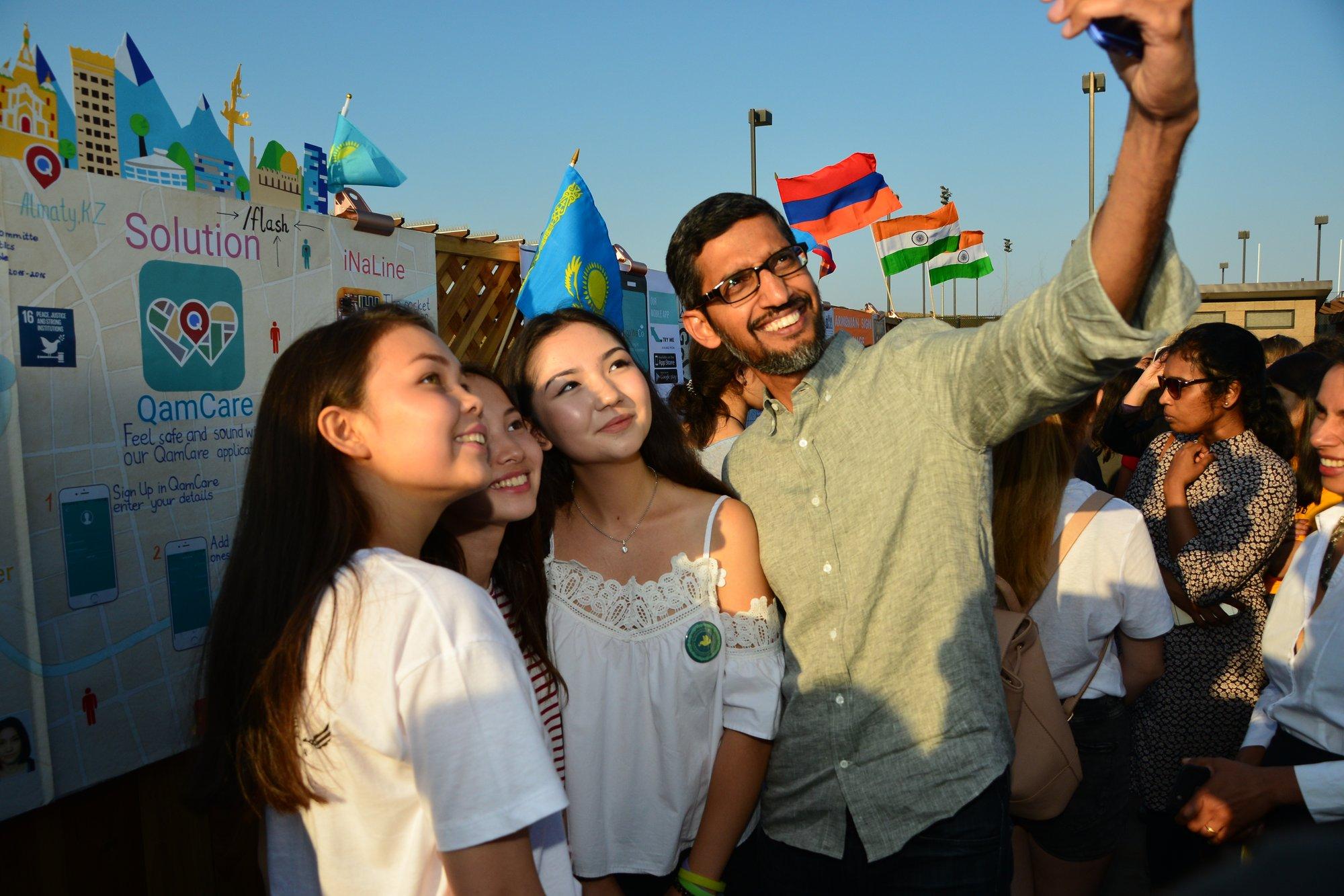 Sundar selfie
