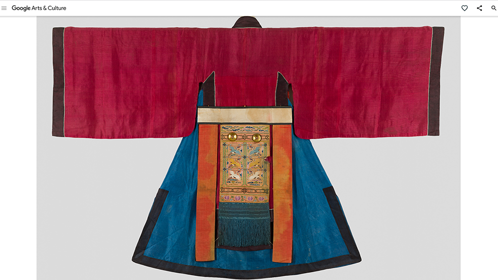 Ewha_Womans_University_Museum_Ceremony_Robe_Desktop_02.png