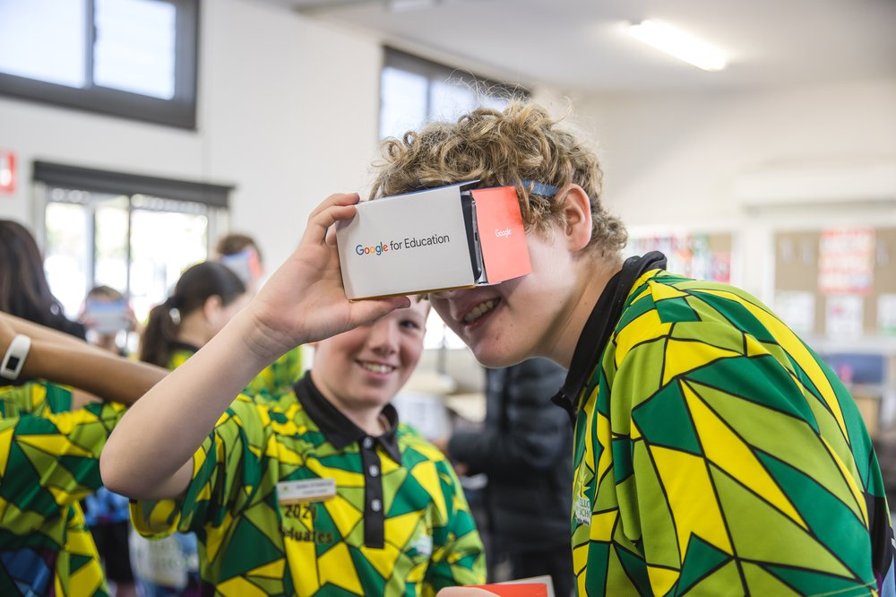 Students take a lesson in Virtual Reality